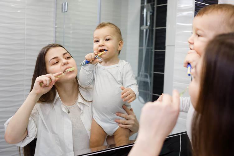 ¿Por qué debes cuidar la salud bucodental del bebé?